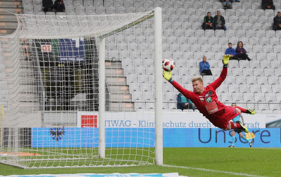Wacker-Goalie Christopher Knett kassierte bislang in jedem Bundesligaspiel mindestens ein Tor.