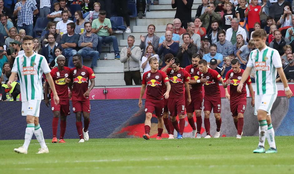Salzburgs Kicker jubelten im achten Saisonspiel über den achten Sieg.