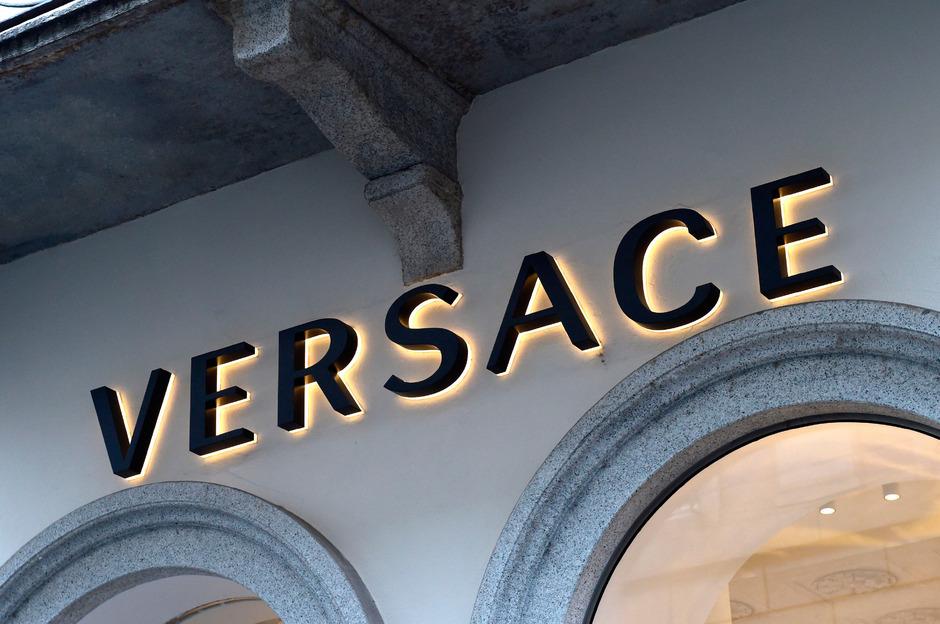 c7318fa50f Milliarden-Übernahme: Michael Kors kauft Mailänder Modehaus Versace ...