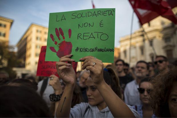 """""""Solidarität kann man nicht verhaften"""" lautete der Slogan tausender Demonstranten."""