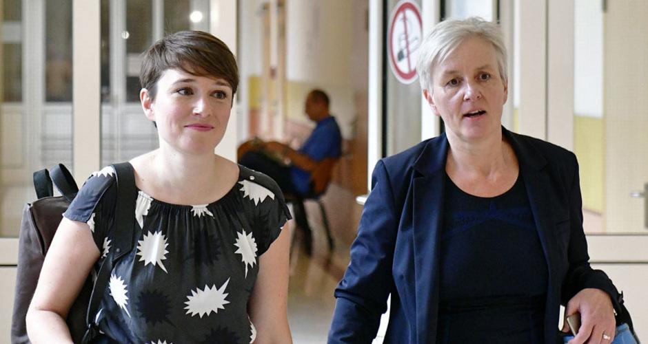 Sigrid Maurer mit ihrer Anwältin Maria Windhager.