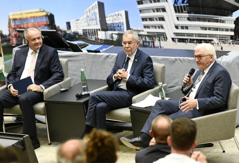 Der slowakische Präsident Andrej Kiska,  Bundespräsident Alexander Van der Bellen und sein deutscher Amtskollege Frank-Walter Steinmeier (v.l.) sprachen gemeinsam vor Studenten.