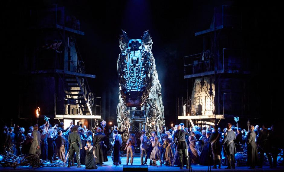 Opern-Krieg-und-Elend-in-bunter-Musicalpracht
