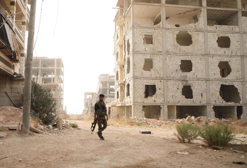 Ein Kämpfer der Nationalen Befreiungsfront (NLF) in der Nähe von Idlib.