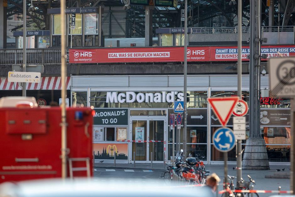 Bei dem Attentat in Köln erlitt eine 14-Jährige schwere Verbrennungen. Der Täter wurde von der Polizei niedergeschossen.