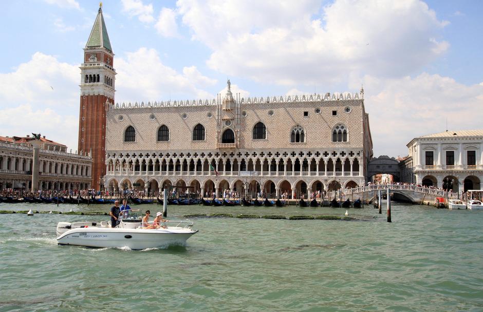 Bis zu 100.000 Touristen tummeln sich pro Tag in Venedig.