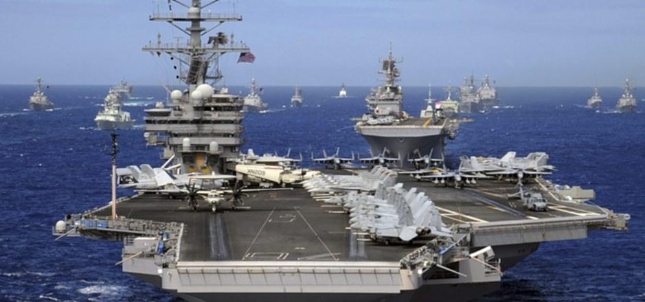"""Der Flugzeugträger """"USS Ronald Reagan""""."""