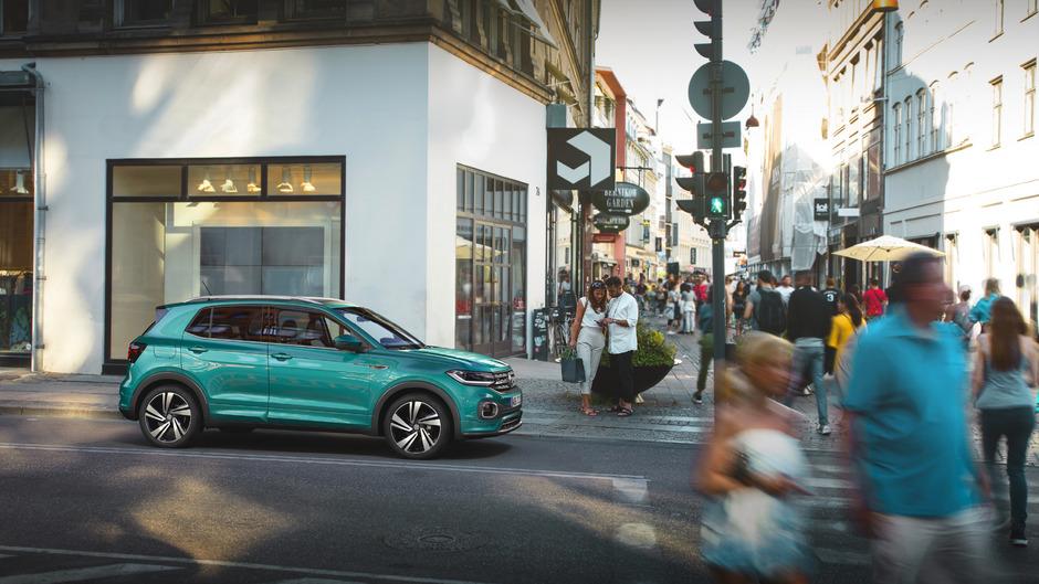 Kein Kraxler, sondern dem urbanen SUV-Trend folgend: Der mit dem Seat Arona eng verwandte T-Cross ergänzt VWs Hochsitz-Palette von unten.