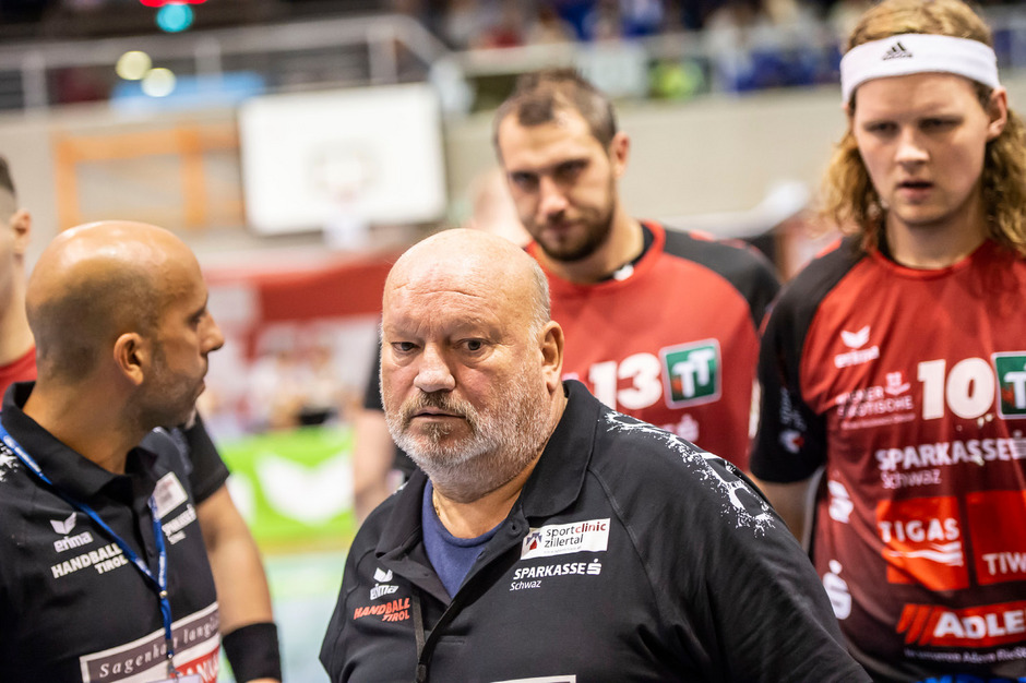 Nach der bereits fünften Saisonniederlage herrscht bei Schwaz-Trainer Frank Bergemann und den Spielern Ratlosigkeit.