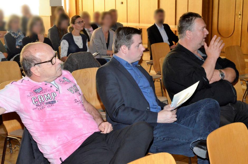 Mehrere Politiker meldeten sich zu Wort, darunter Ersatz-GR Wolfgang Berger, LA Christofer Ranzmaier und GR Hubert Klammer (v.?l.).