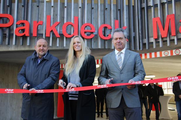 Matreis BM Paul Hauser, Landtagsvizepräsidentin Stephanie Jicha und ÖBB-Regionalleiter Christian Wieser haben das Parkdeck offiziell eröffnet.