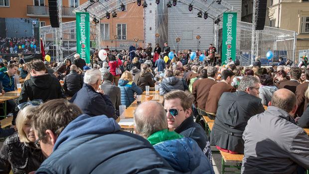 """Auf der Bühne am Landhausplatz ist von 10 bis 17 Uhr volles Programm. Um 18 Uhr treten zum Abschluss noch """"Folkshilfe"""" auf."""
