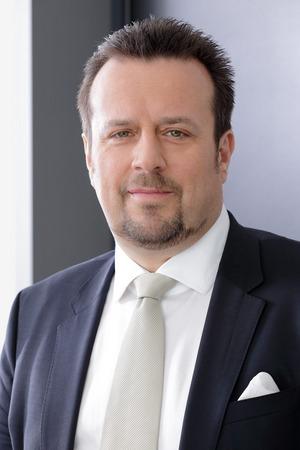 """""""Die Österreicher sind Gewohnheitstiere und ihre Gewohnheiten geben sie nicht so schnell auf. """" Joachim Seebacher (CMO Swiss Life Select)"""