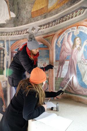 Die Nachwuchsforscherinnen Anna Petutschnig und Elisabeth Tangerner widmeten sich monatelang Graffiti.