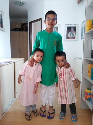 Die dreijährigen Zwillinge Abrar (r.) und Ayaan sind in Tirol auf die Welt gekommen.