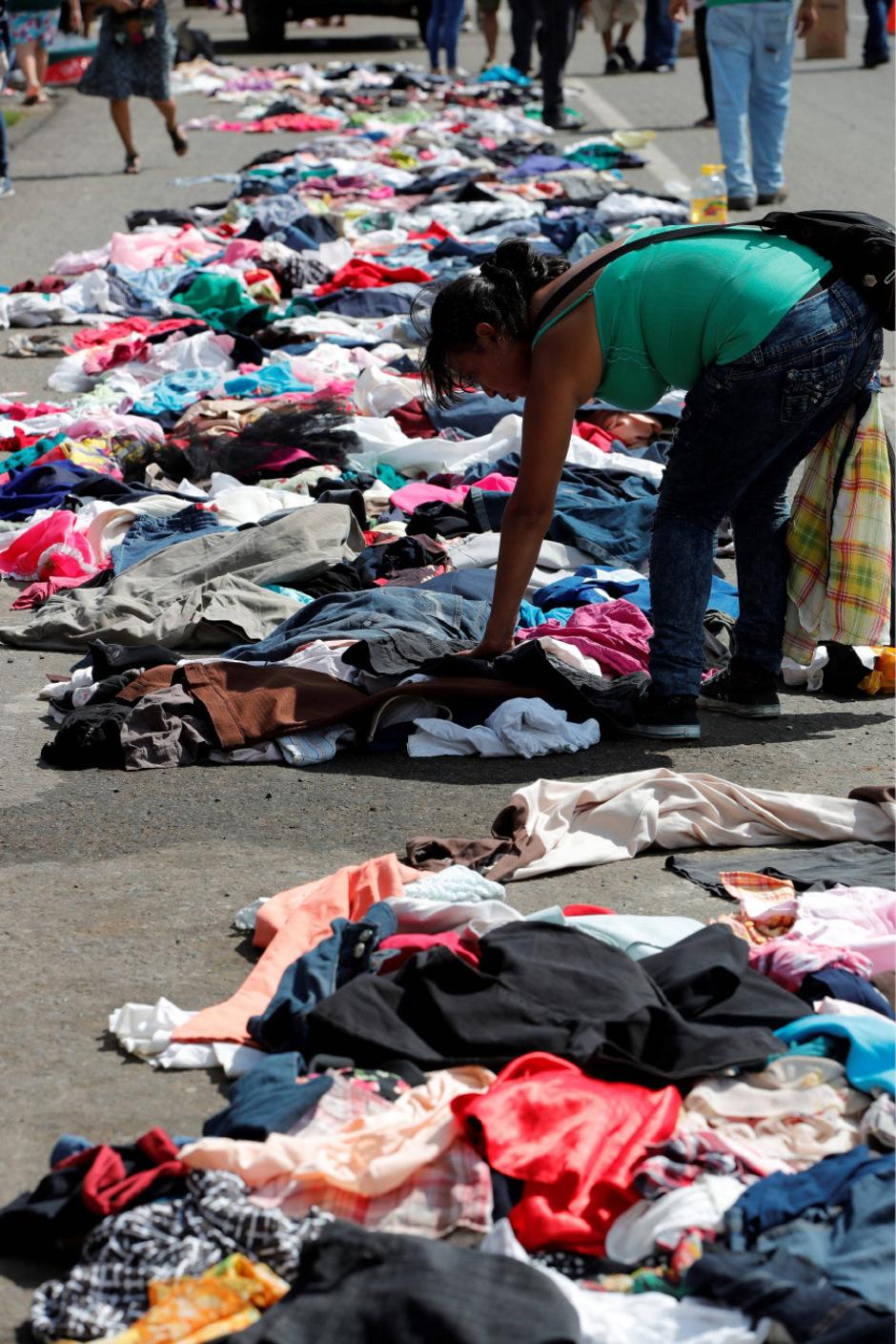 Einheimische haben Kleidung und andere Güter für die Migranten gespendet.