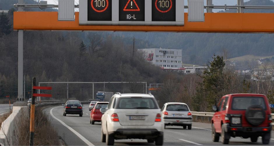 Die Pläne von Verkehrsminister Hofer, den Staus zwischen Zirl und Innsbruck mit einer Öffnung des Pannenstreifens als temporärer dritter Spur zu begegnen, lösten in Tirol kontroverse Reaktionen aus.