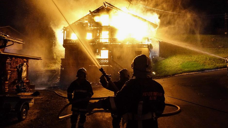 110 Feuerwehrmänner rückten zum Brandort an.
