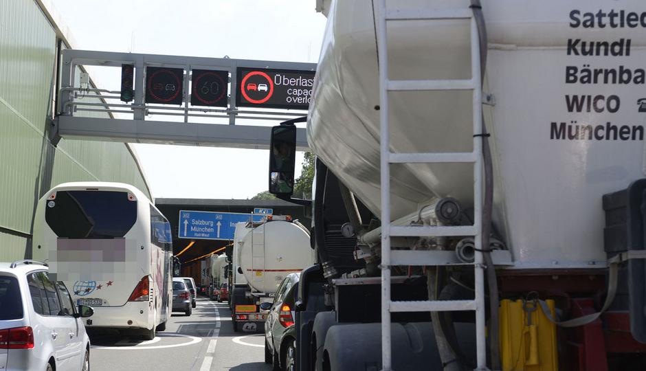 Die Verkehrsbelastung im Inntal steigt, mit einer Resolution machte die Euregio darauf aufmerksam.