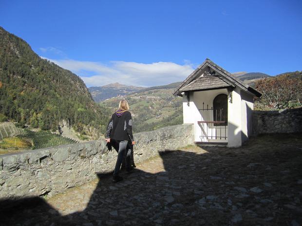 """Auf der """"Rückseite"""" des Berges blickt man auf die Sarntaler Alpen."""