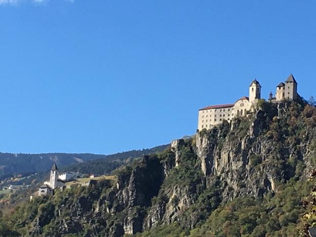 Die Lage des Klosters Säben ist ein Traum.
