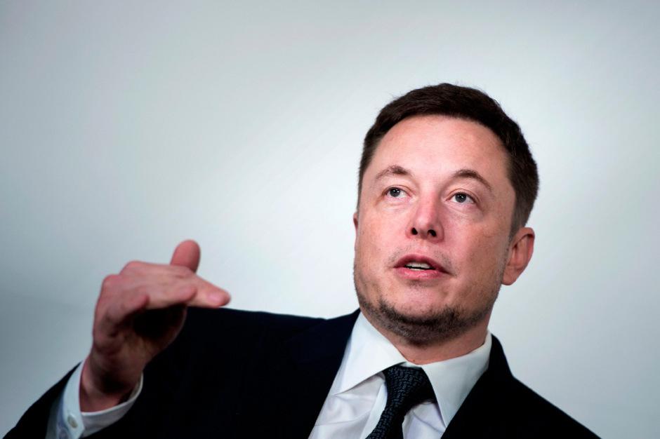 Firmenchef Elon Musk hatte den Gewinn zwar schon vor Monaten versprochen, doch die Zweifel waren von Anfang an groß und wurden angesichts seiner jüngsten Eskapaden nicht geringer.