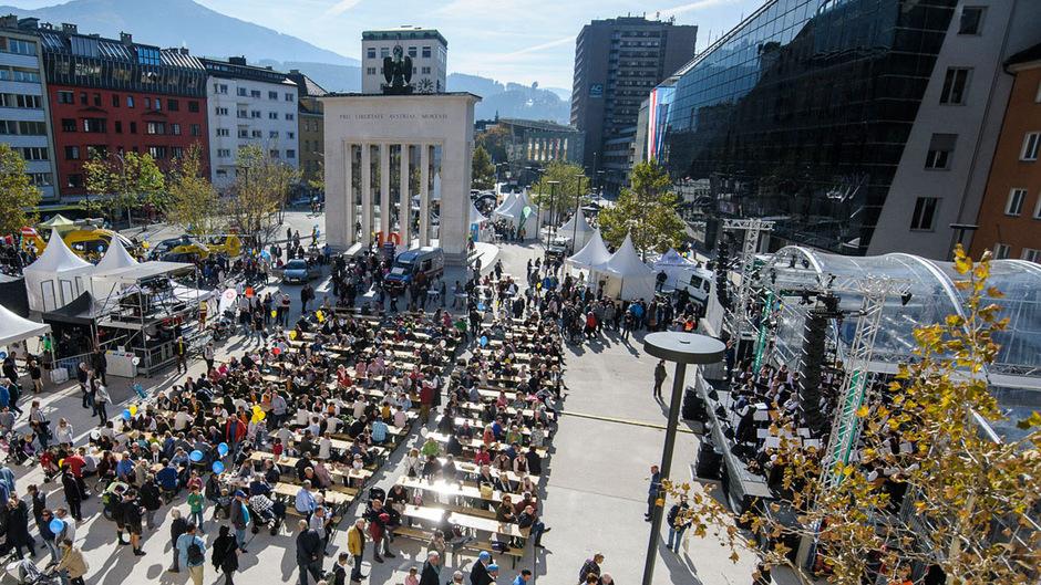 Nationalfeiertag am Landhausplatz: Zehntausende kamen am Freitag nach Innsbruck.