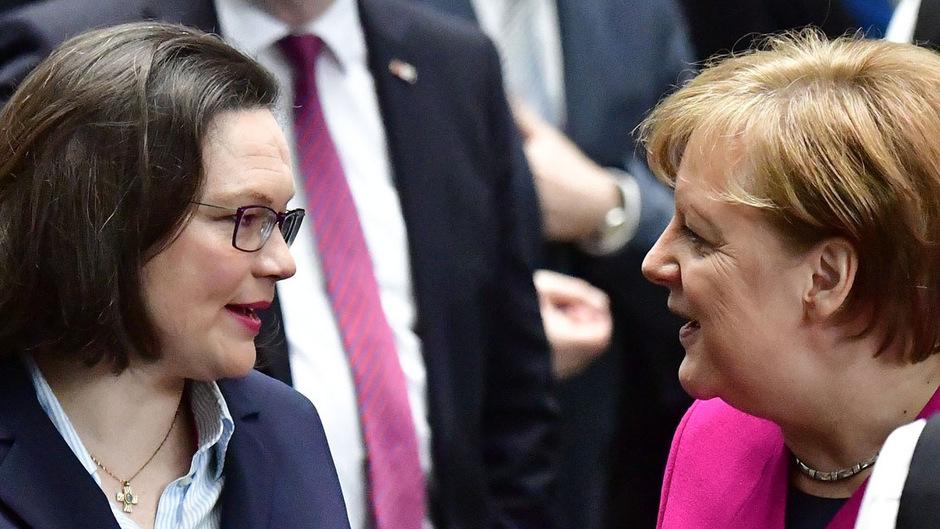 SPD-Chefin Andrea Nahles und Kanzlerin Angela Merkel hatten schon nach der Bayern-Wahl nicht viel zu lachen.