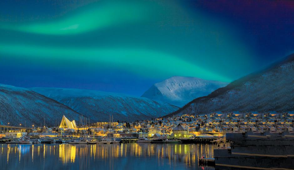 Über Tromsö erstrahlt das Nordlicht.