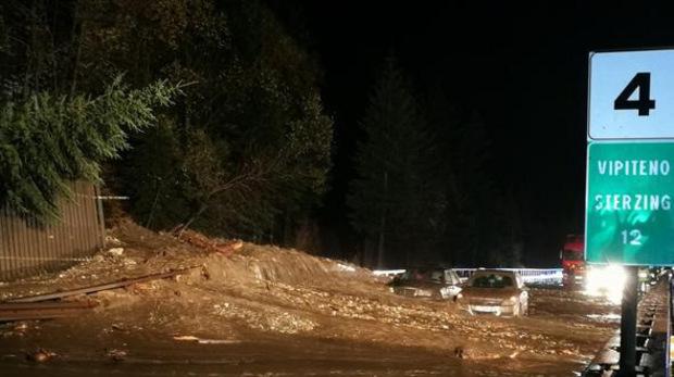Auf der Südtiroler Brennerautobahn erfasste eine Mure insgesamt sechs Auto.