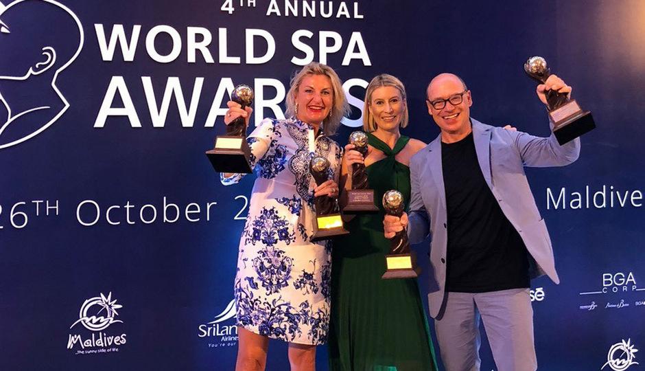 Lans im Glück (von links): Lans-Medicum-Geschäftsführerin Anita Lischke, Rebecca Cohen (Managing Director World Spa Awards) und der Eigentümer der Lanserhof-Gruppe, Christian Harisch.