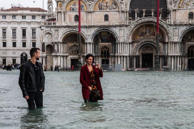 Der Markusplatz stand unter Wasser.
