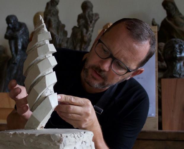 Künstler Markus Thurner bei der Arbeit.