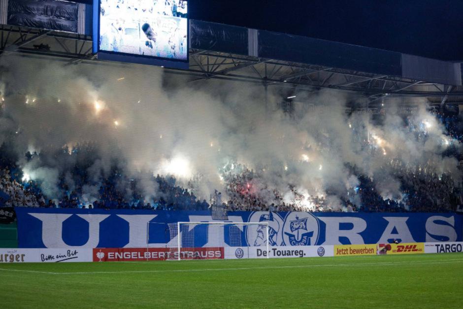Im Hansa-Stadion ging der Rauch auf, dort blieb es allerdings friedlich.