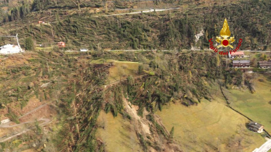 Nach einem Erdrutsch in der Dolomiten-Provinz Belluno sind mehrere Gemeinden isoliert.