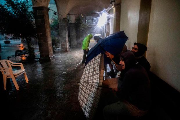 Seit Tagen hat das Unwetter Italien fest im Griff. Es gibt mittlerweile mindestens 20 Tote.