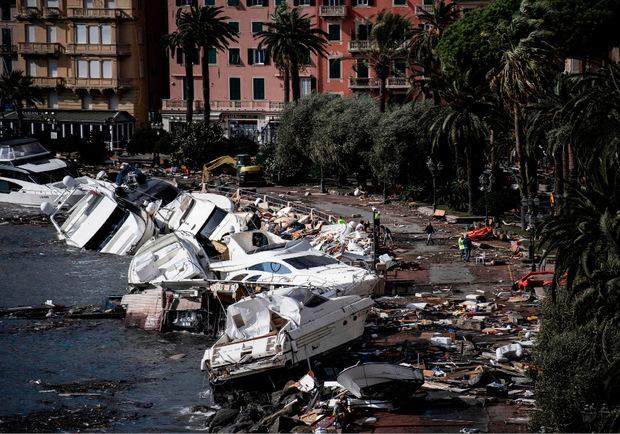 Der Sturm hat zahlreiche Motorboote im Raum Portofino und Rapallo zerstört.