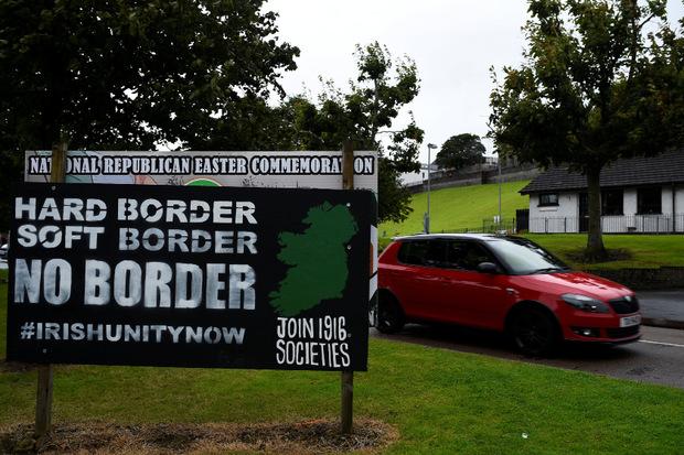 Die Handhabung der Grenze zwischen dem EU-Mitglied Irland und dem zu Großbritannien gehörenden Nordirland ist eine der zentralen Fragen in den Brexit-Verhandlungen.