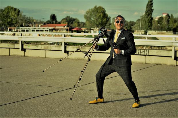 Antonio La Regina heute, ein Künstler, der als Filmschaffender mit großen Visionen auf die Schönheit des Lebens hinweisen will.
