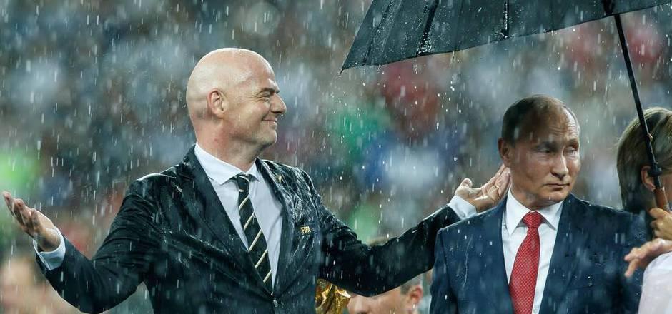 Die FIFA lässt ihren Präsidenten nicht im Regen stehen und holt zum Gegenangriff aus.
