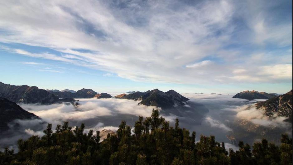 Über den Wolken: Diesen Ausblick hat TT-Leserin Maren Feix bei einer Wanderung auf den Bärenkopf festgehalten.