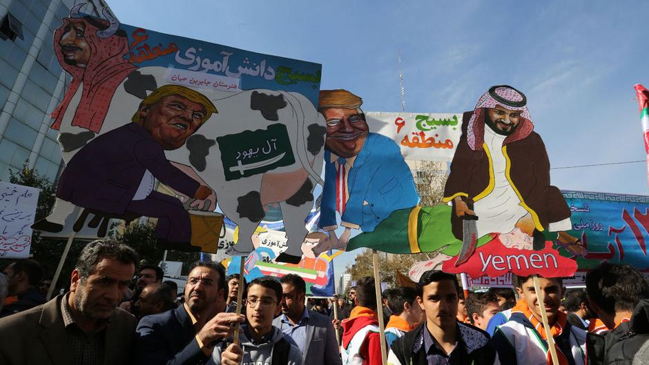 Das Staatsfernsehen übertrug live den Protestzug Tausender Studenten in Teheran.