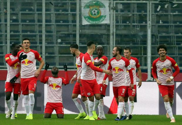 Salzburg jubelte im 13. Saisonspiel über den elften Sieg.