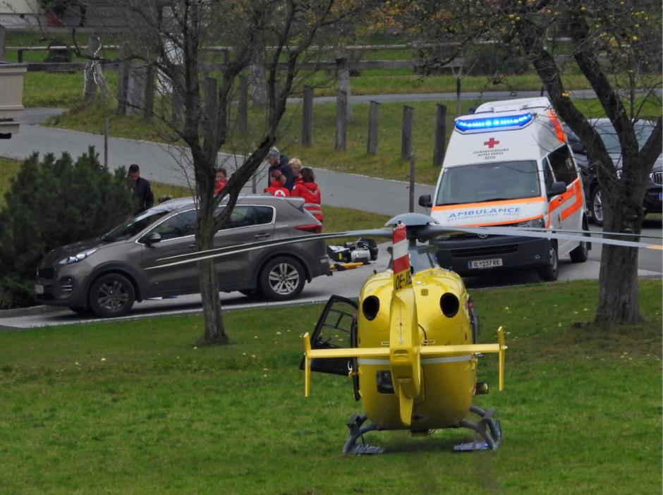 Der Verletzte wurde ins Krankenhaus St. Johann geflogen.