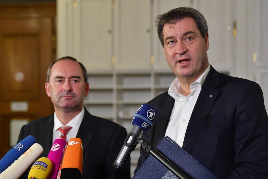 Freie-Wähler-Chef Hubert Aiwanger (l.) dürfte das Wirtschaftsministerium übernehmen, Markus Söder (CSU) wird erneut zum Ministerpräsidenten ernannt.