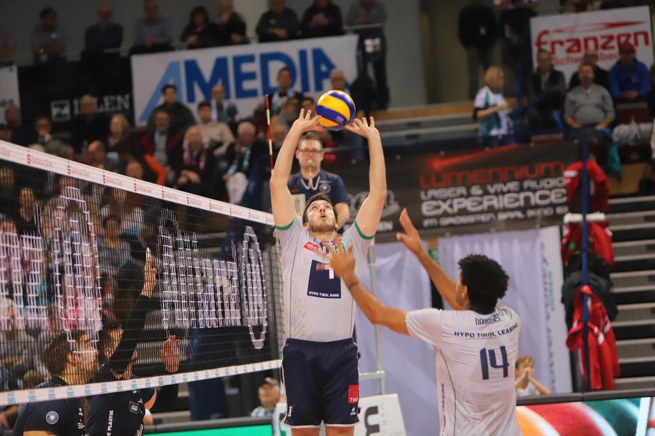 Die Harmonie zwischen Hypo-Aufspieler Danilo Gelinski (l.) und dem Rest war gestern nicht konkurrenzfähig.