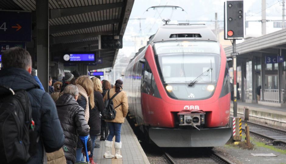 Die ÖBB stellen am frühen Freitagnachmittag mehr Sitzplätze auf der Schiene ins Tiroler Unterland zur Verfügung.