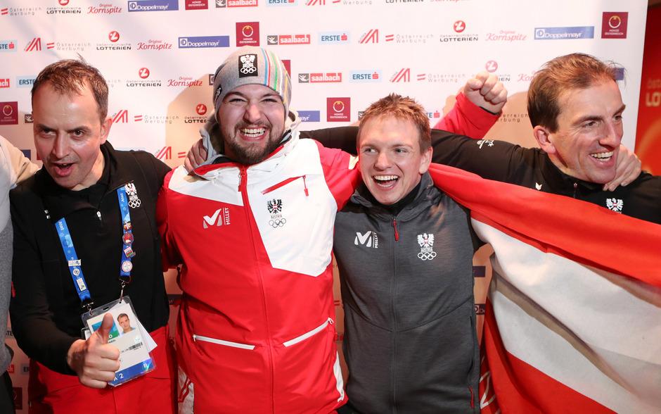 Die Olympia-Feiern mit ÖRV-Präsident Markus Prock (r.) sind Geschichte: Cheftrainer Rene Friedl (l.) hat David Gleirscher (2.?v.?l.) und Wolfgang Kindl ein Fixticket für den Weltcup ausgestellt.