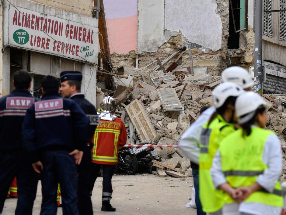 In Marseille sind am Montagmorgen zwei mehrstöckige Gebäude einfach eingestürzt.