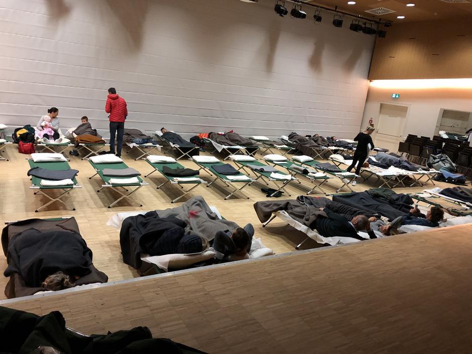 Das Rote Kreuz richtete in Sillian (Bild), Matrei und Lienz Notunterkünfte für Menschen ein, die nicht nach Hause konnten.